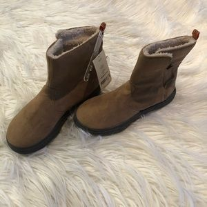Brand new suede carter boots